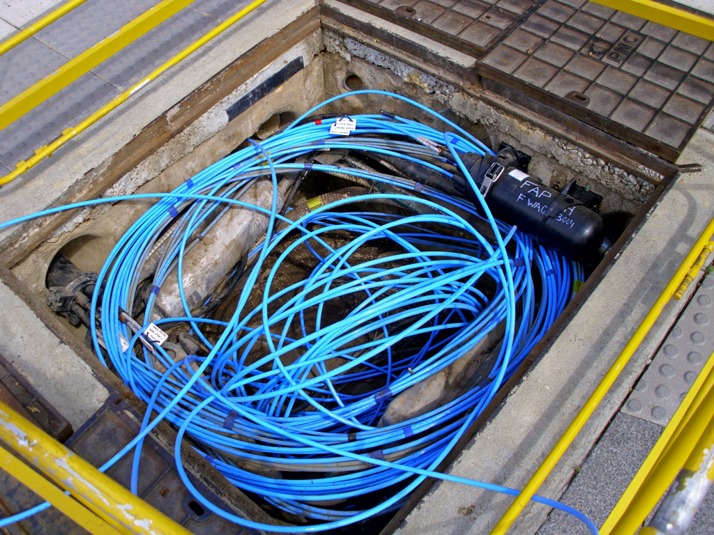 Fibre-optic_cable_in_a_Telstra_pit